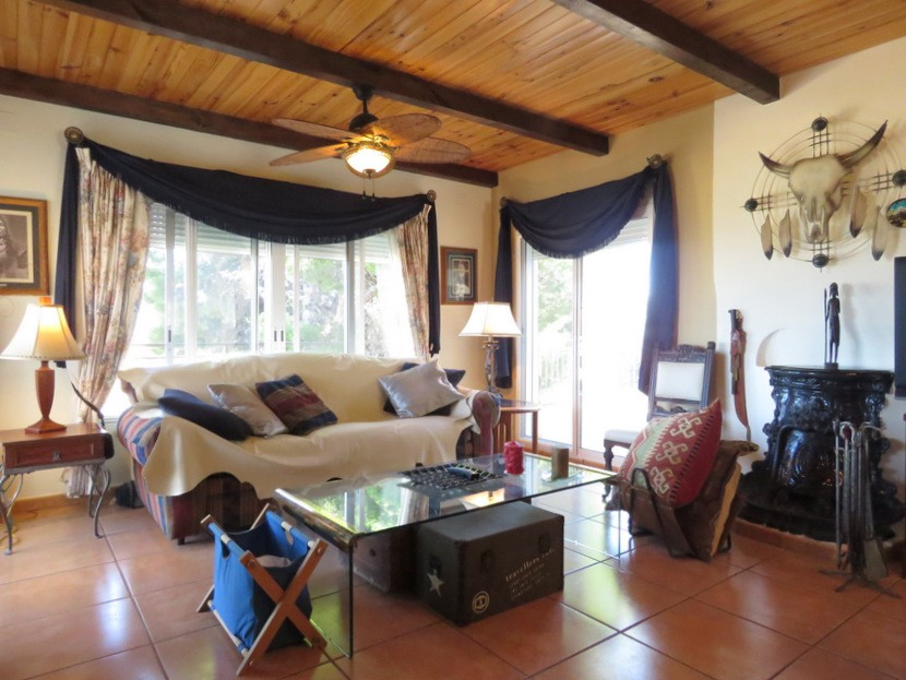 1st living room  - 4 bed 2 bath Torrente
