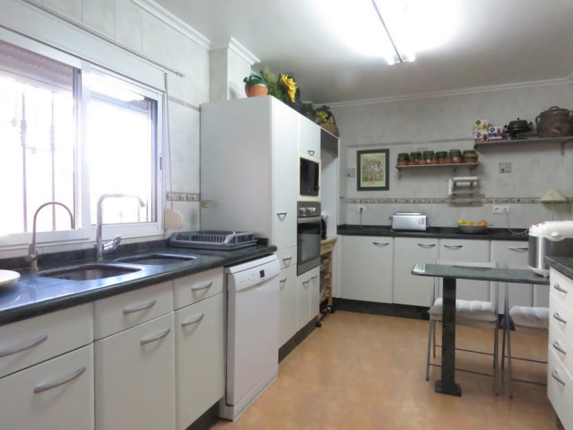 Kitchen  - 4 bed 2 bath Torrente