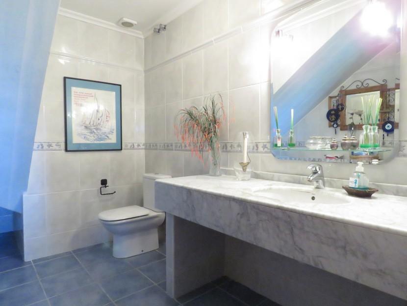 Guest toilet  - 4 bed 2 bath Torrente