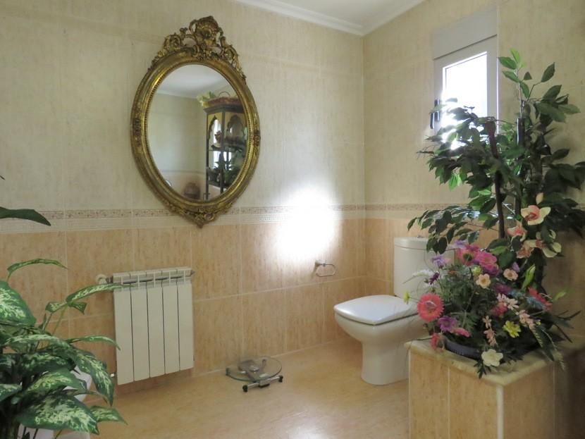 2nd bathroom  - 4 bed 2 bath Torrente