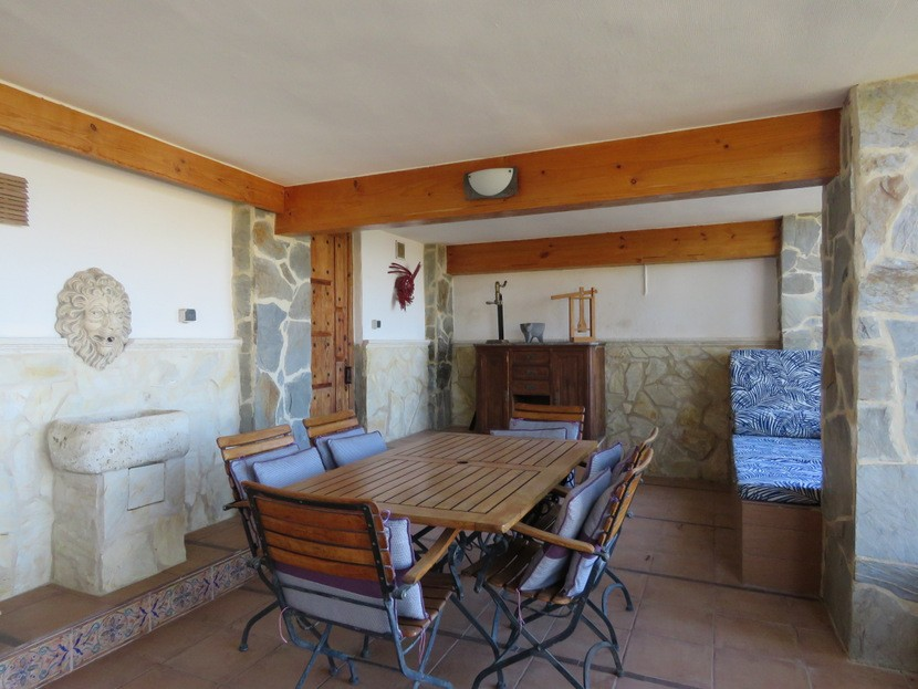 Underbuild terrace  - 4 bed 2 bath Torrente