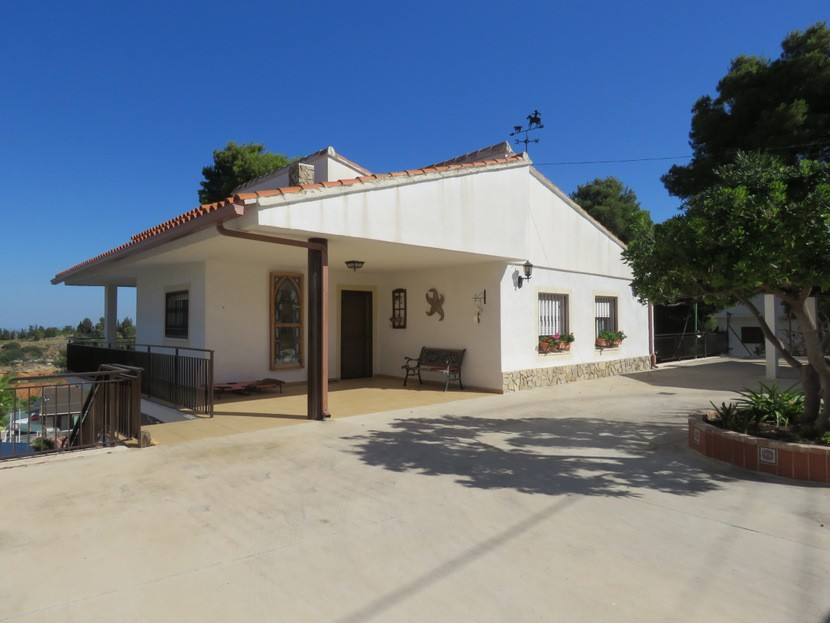 Front view  - 4 bed 2 bath Torrente