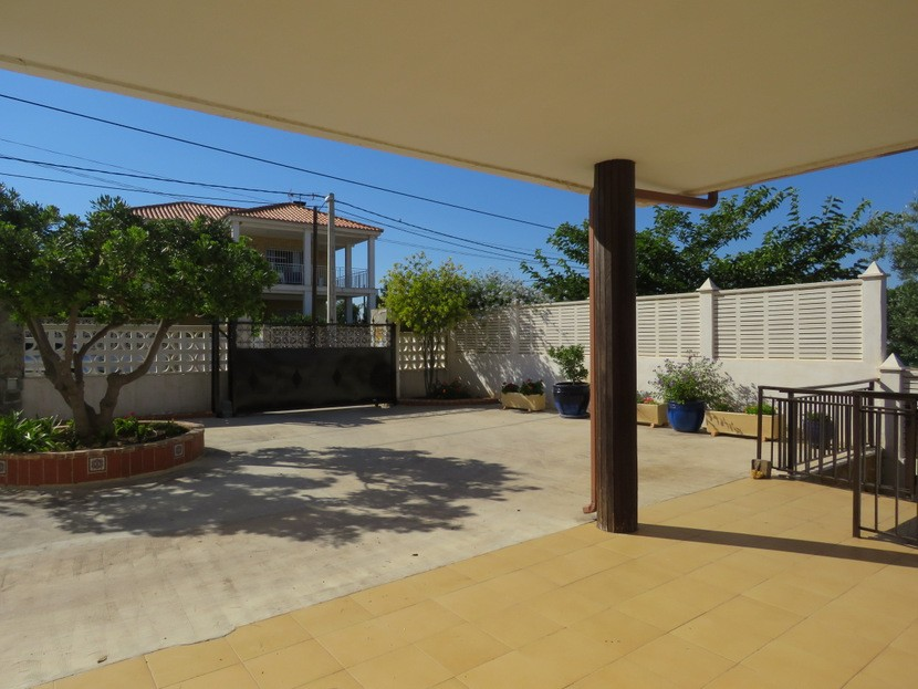 Front terrace  - 4 bed 2 bath Torrente