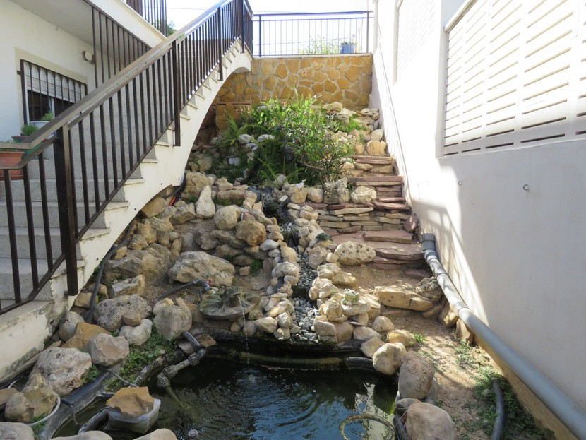 Fish pond  - 4 bed 2 bath Torrente