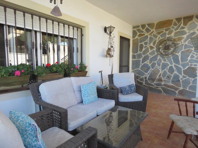 Side terrace  - 4 bed 2 bath Torrente