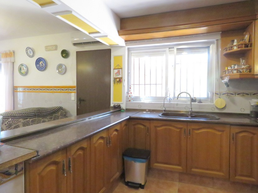 Kitchen - 6 bed 4 bath Lliria