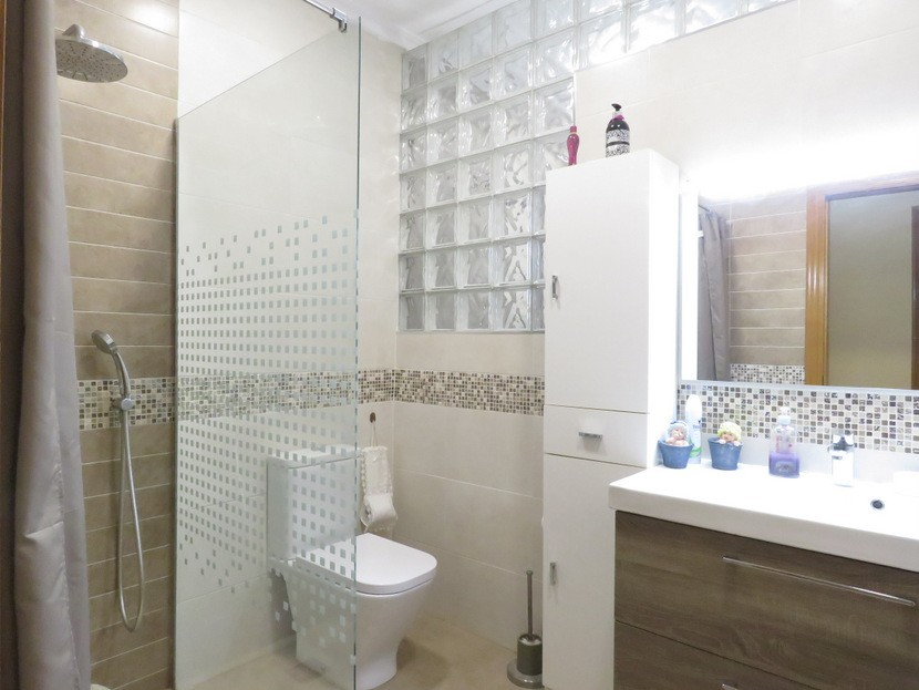 2nd bathroom - 6 bed 4 bath Lliria