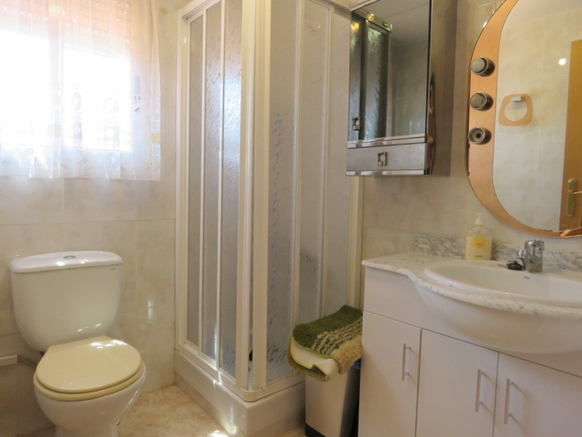 3rd bathroom - 6 bed 4 bath Lliria
