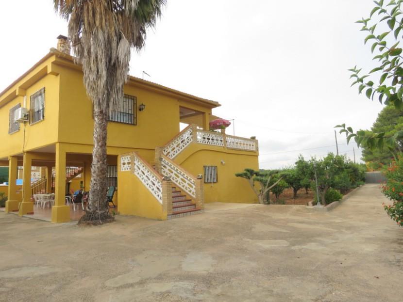 Front view - 5 bed 2 bath Montserrat