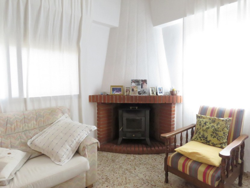 Log burner  - 5 bed 2 bath Montserra
