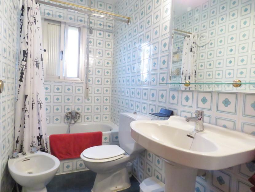 2nd bathroom  - 5 bed 2 bath Montserra