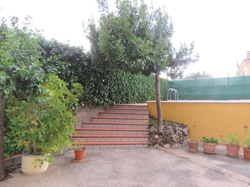 Steps to pool  - 5 bed 2 bath Montserrat