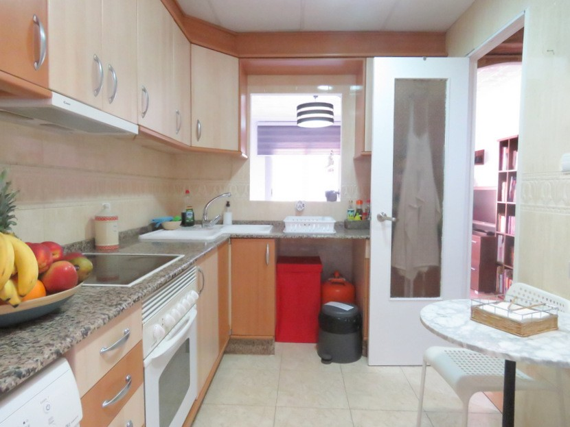 Kitchen - 3 bed 1 bath Valencia