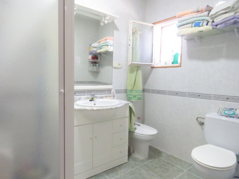 Bathroom - 3 bed 1 bath Betera
