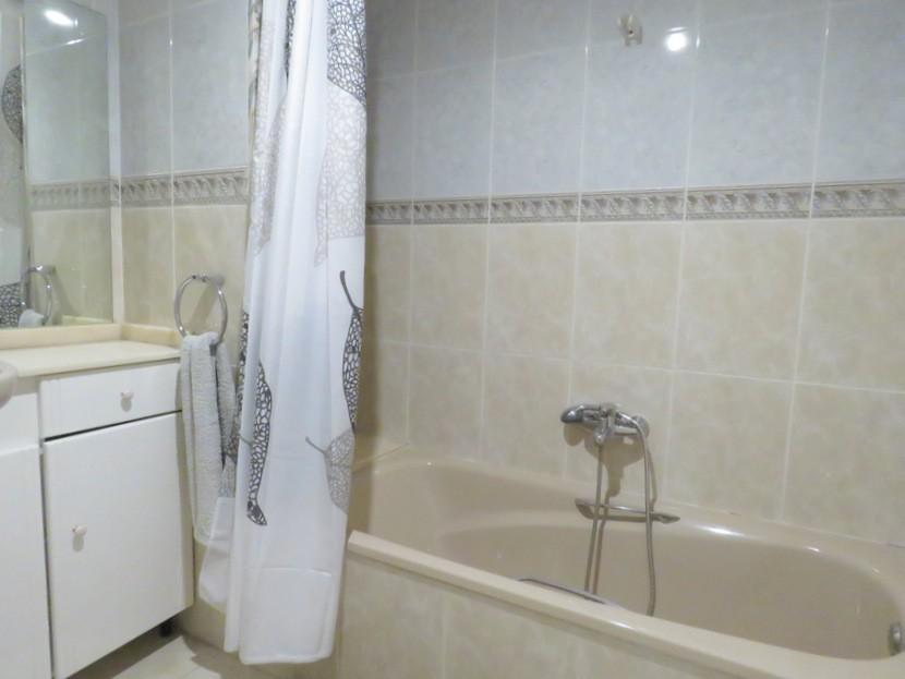 1st bathroom - 6 bed 3 bath Torrent
