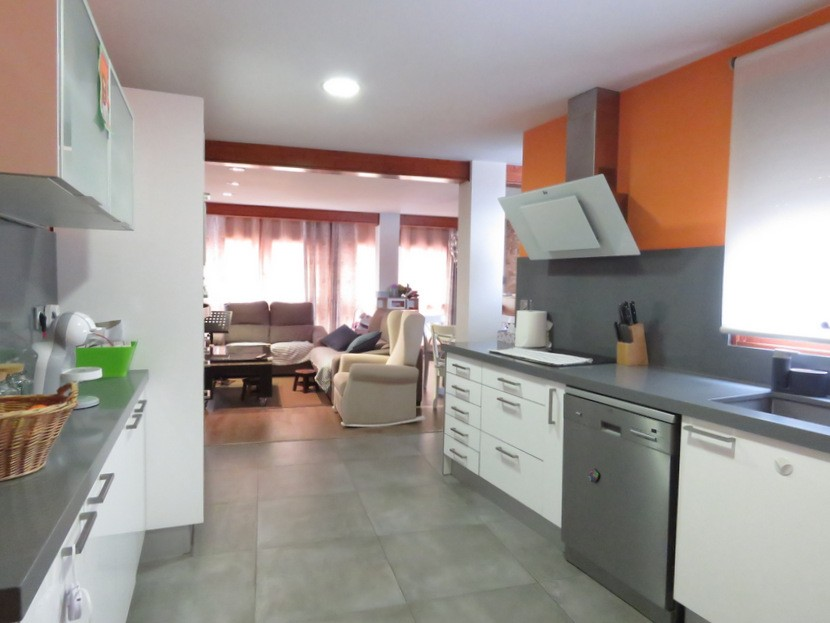 Kitchen  - 4 bed 2 bath Betera