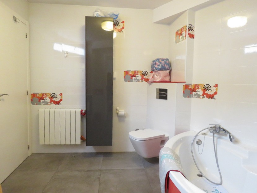 Bathroom  - 4 bed 2 bath Betera