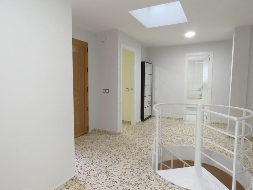 Entrance  - 5 bed 3 bath Chiva