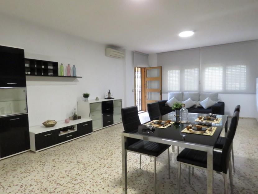 Living room  - 5 bed 3 bath Chiva