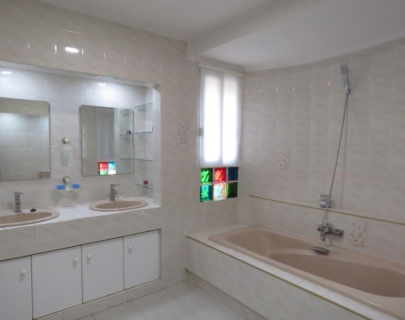 2nd bathroom  - 5 bed 3 bath Chiva
