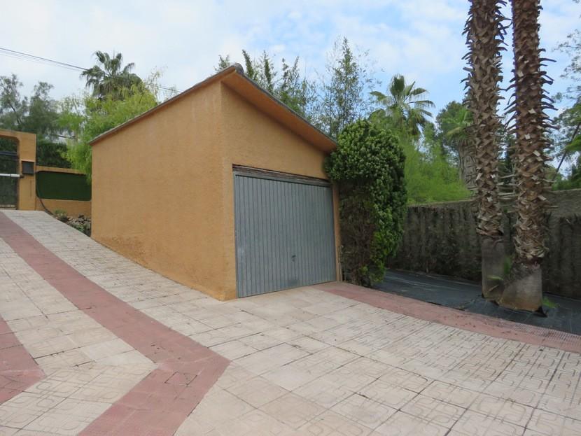 1st Garage  - 5 bed 3 bath Chiva