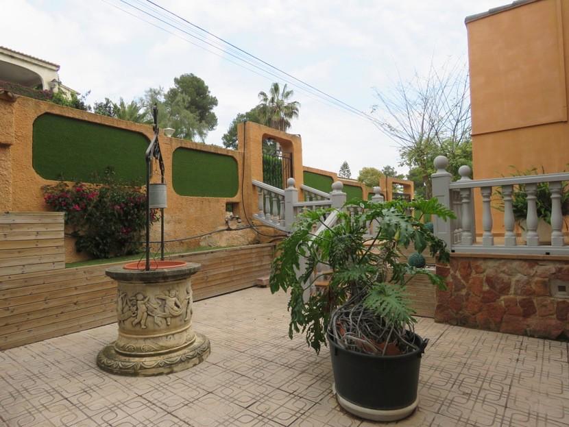 Garden  - 5 bed 3 bath Chiva