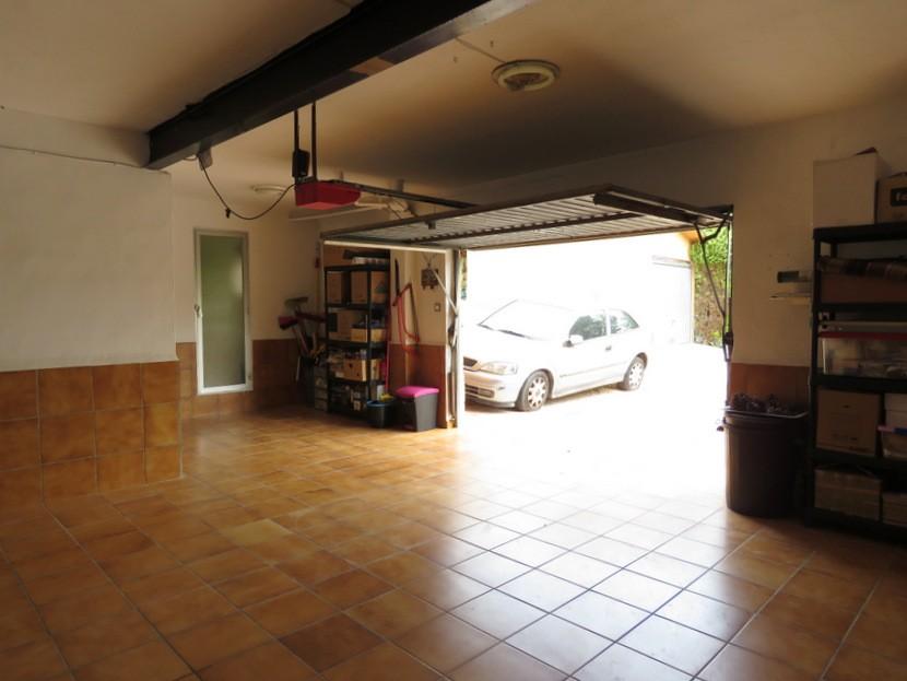 2nd garage  - 5 bed 3 bath Chiva