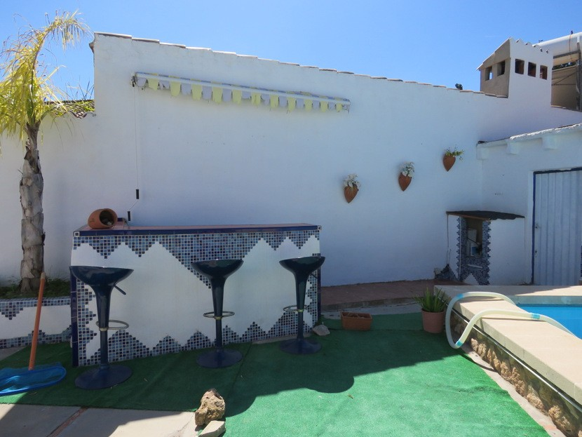 Outdoor bar  - 3 bed 1 bath Lliria