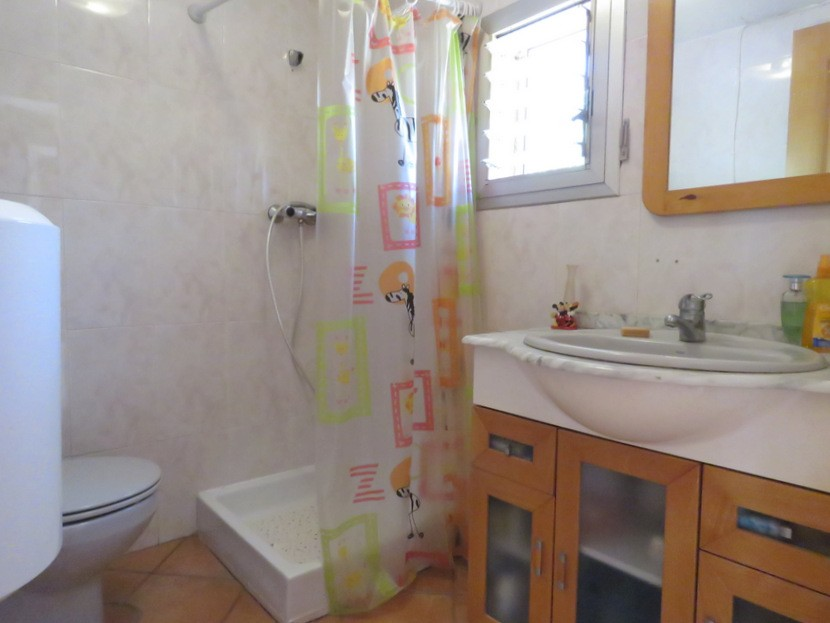 1st bathroom  - 3 bed 2 bath Olocau