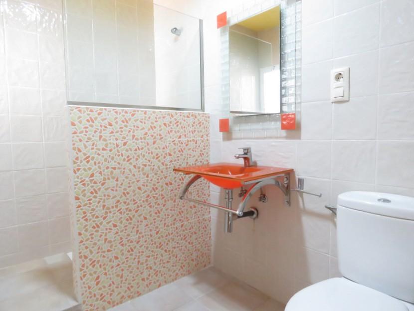 1st bathroom  - 4 bed 2 bath Torres Torres