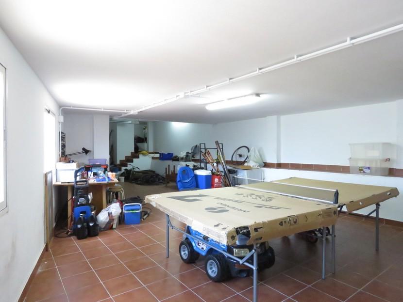 Garage  - 4 bed 2 bath Torres Torres