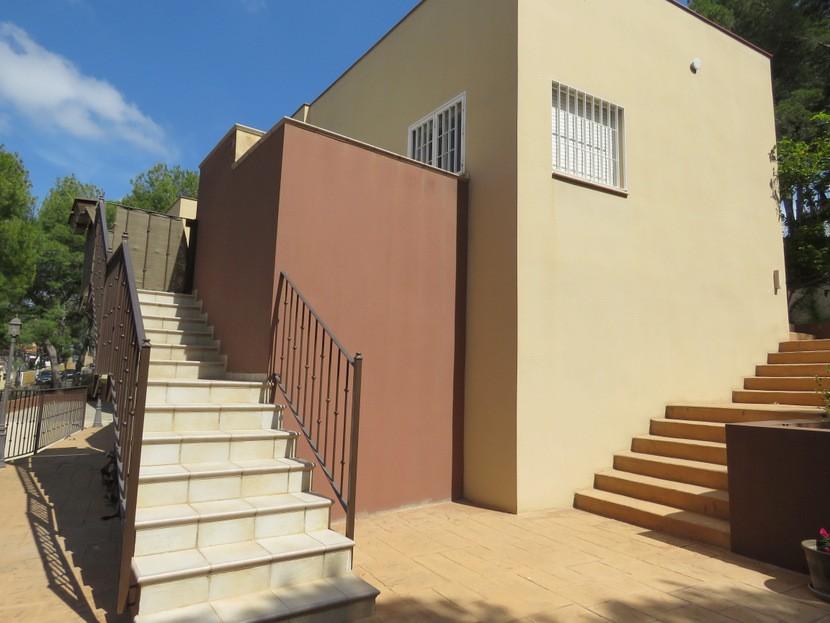 Steps up to front door  - 4 bed 2 bath Torres Torres