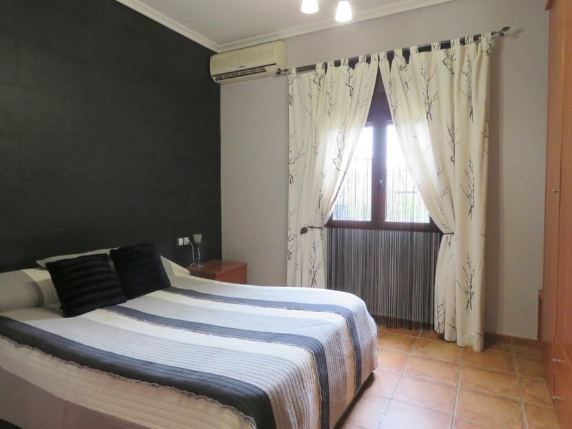 Master bedroom  - 3 bed 1 bath Llíria