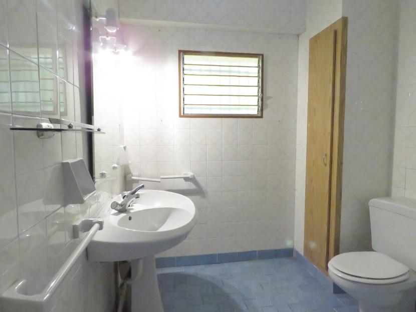 1st bathroom - 6 bed 2 bath Torres Torres