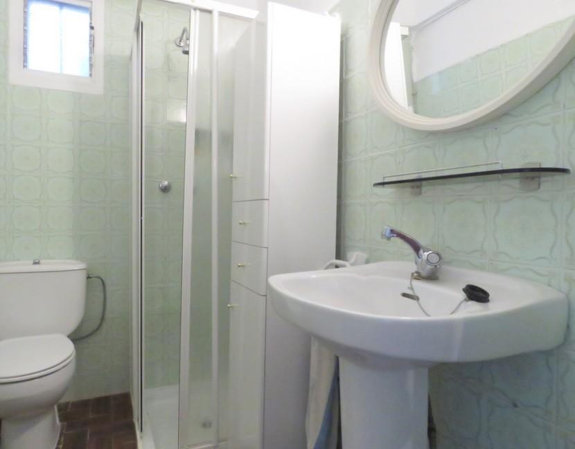 2nd bathroom - 6 bed 2 bath Torres Torres