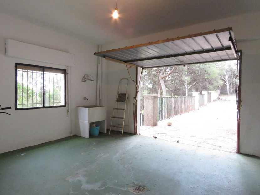 Garage - 6 bed 2 bath Torres Torres